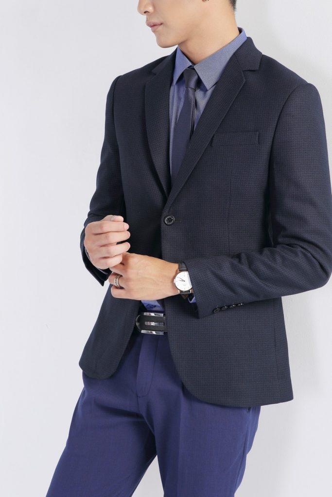 áo vest đen chấm bi xanh