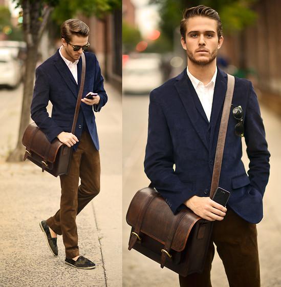 Kết hợp áo vest nam với quần kaki vẻ đẹp nam tính cuốn hút
