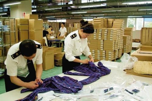 Quy trình kiểm tra kĩ càng đến từng chi tiết của xưởng gia công may mặc CAVINO