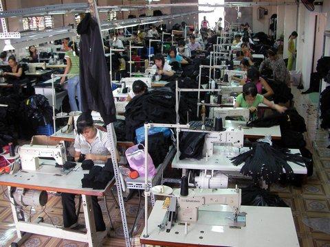 Xưởng may đồ thiết kế CAVINO uy tín chất lượng