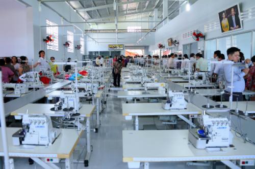 Bạn đang cần tìm xưởng may gia công ? Hãy đến với xưởng may thời trang CAVINO