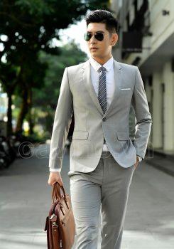 Mẫu vest ghi ánh vàng mang đến vẻ đẹp hiện đại