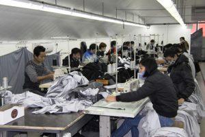 Tìm cơ sở may gia công quần áo ở đâu đẹp Hà Nội .