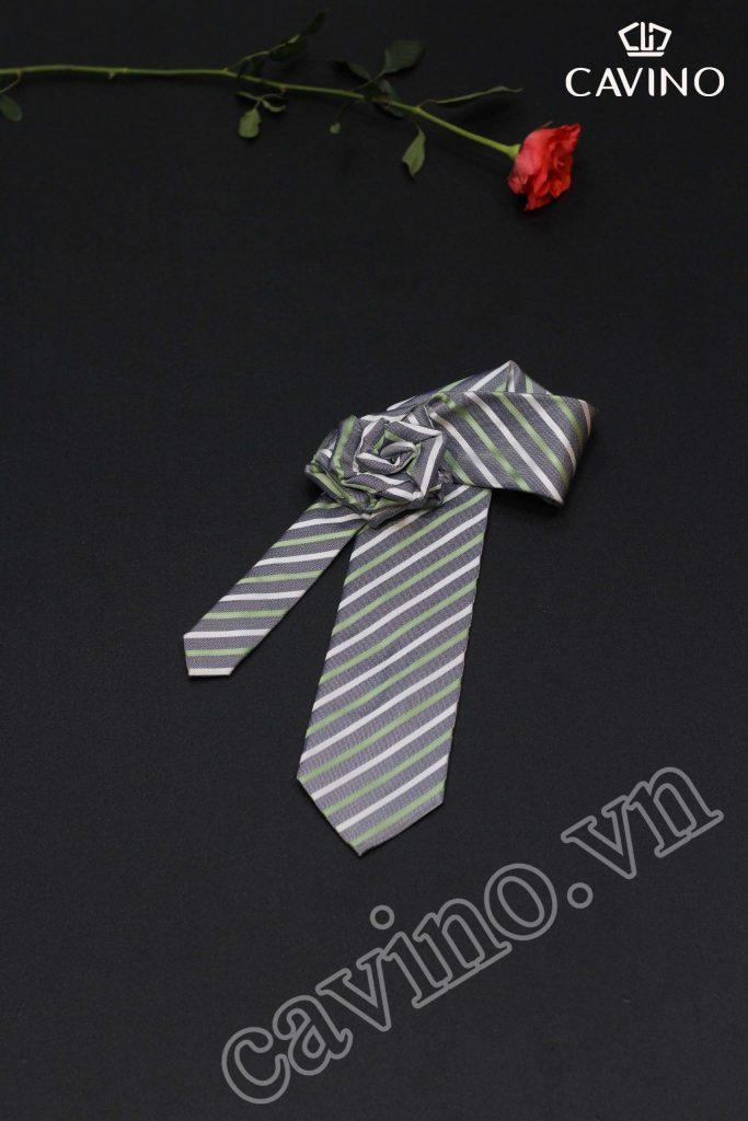 Cà vạt nam màu đen hoa tiết kẻ tím trẻ trung