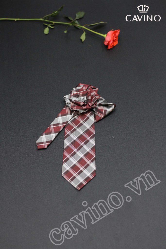 Cà vạt nam màu họa tiết nâu đỏ ké xéo cá tính