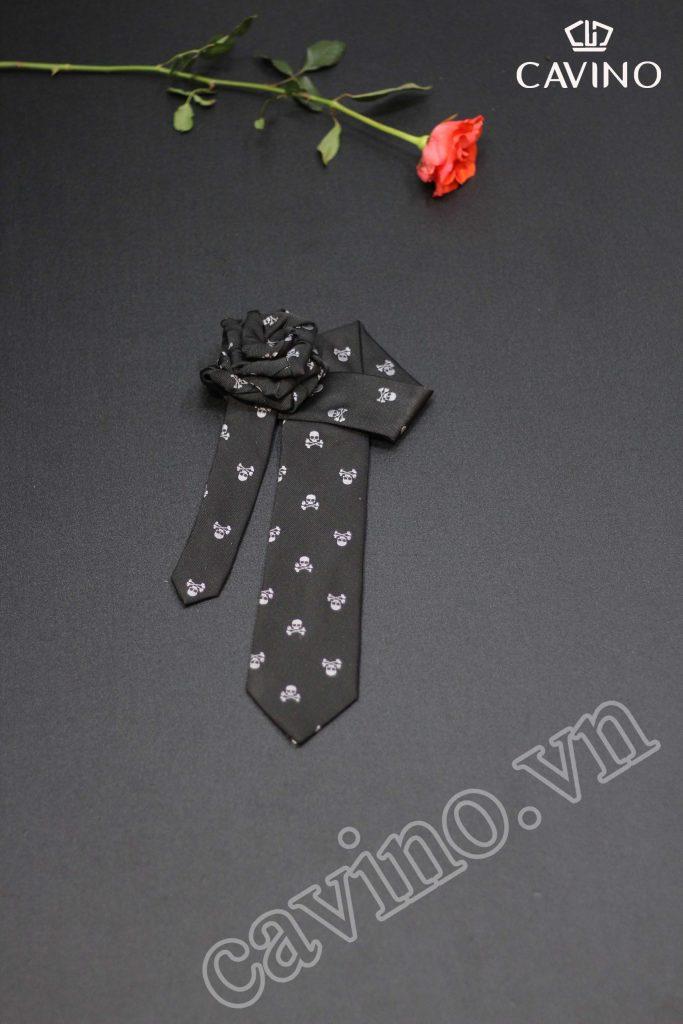 cà vạt đen họa tiết đầu lâu