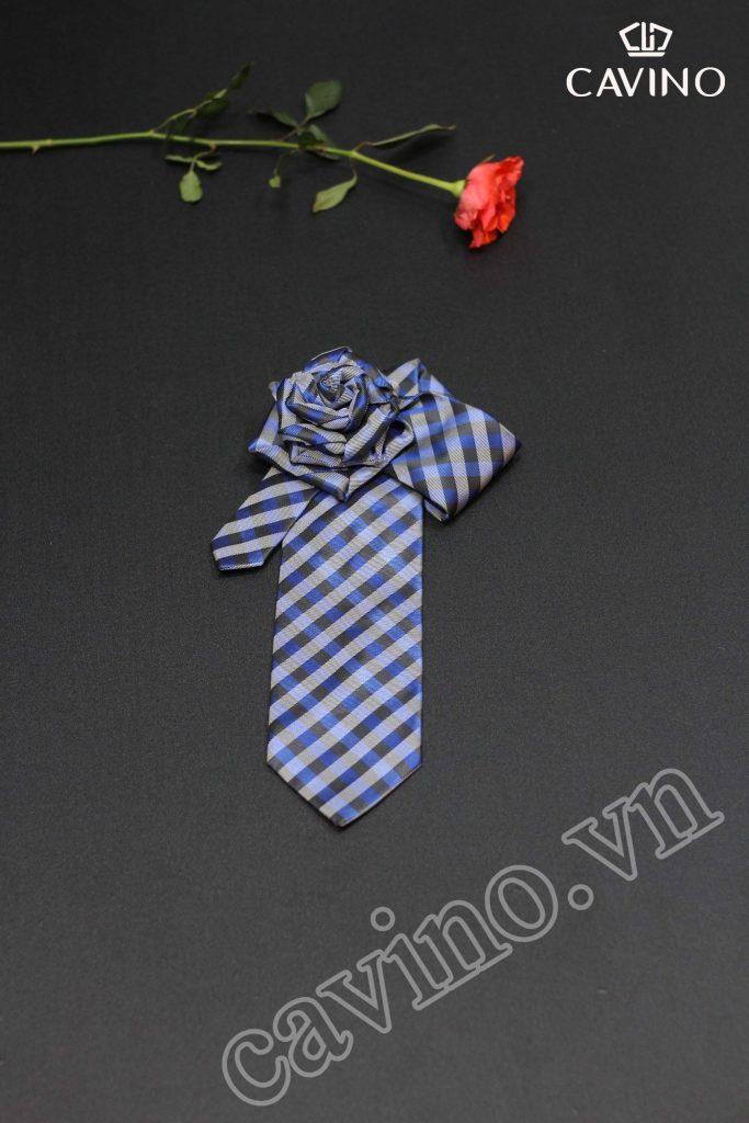 cà vạt xanh kẻ cao cấp