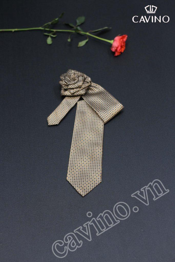 cà vạt nam vàng sang trọng