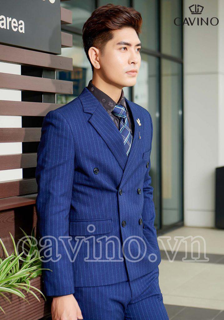 Bộ vest nam màu xanh coban họa tiết kẻ dọc cao cấp
